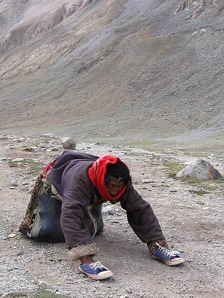 西藏的磕长头