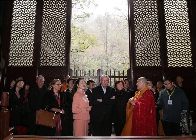 前国际奥委会主席雅克·罗格伉俪一行到访灵隐寺