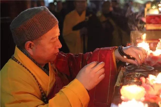 千年古刹大相国寺隆重举办跨年传灯撞钟祈福法会