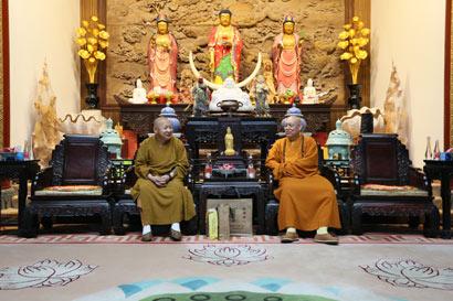 中佛协副会长静波大和尚一行参访普陀山