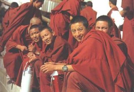 """西藏少年活佛的""""修行路"""""""