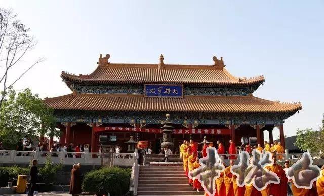 白塔寺2017年五一水陆法会今日洒净熏坛