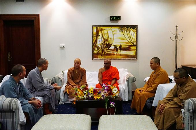 中国佛教代表团一行应邀出席斯里兰卡佛教与巴利语大学第20届毕业典礼