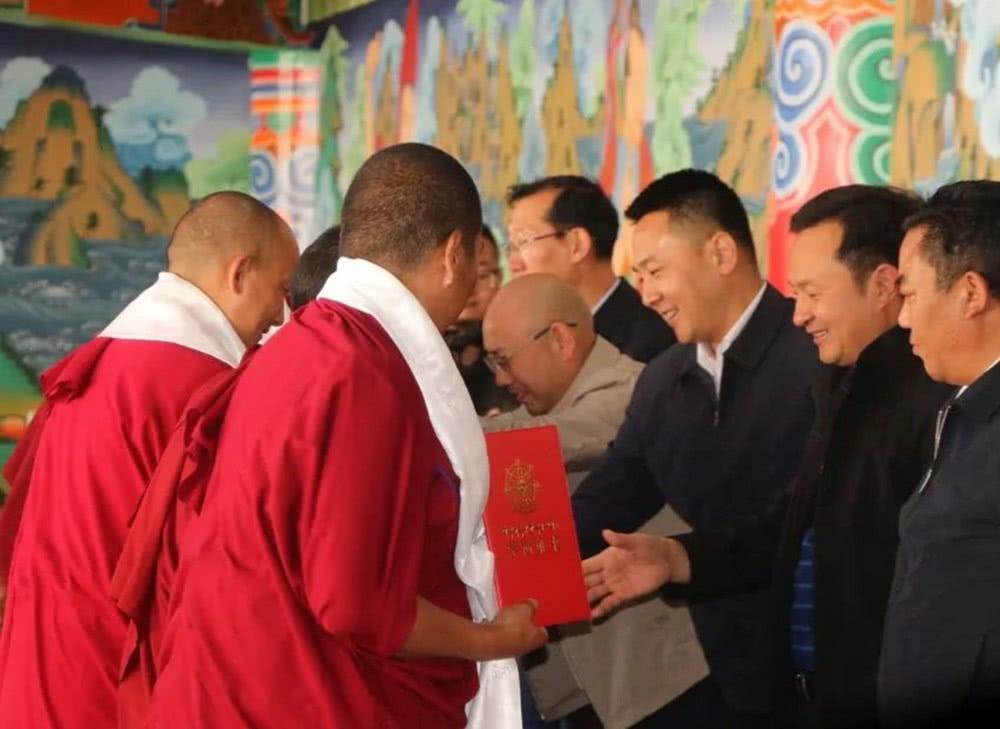 云南省举办第二届藏传佛教初、中级学衔授予仪式