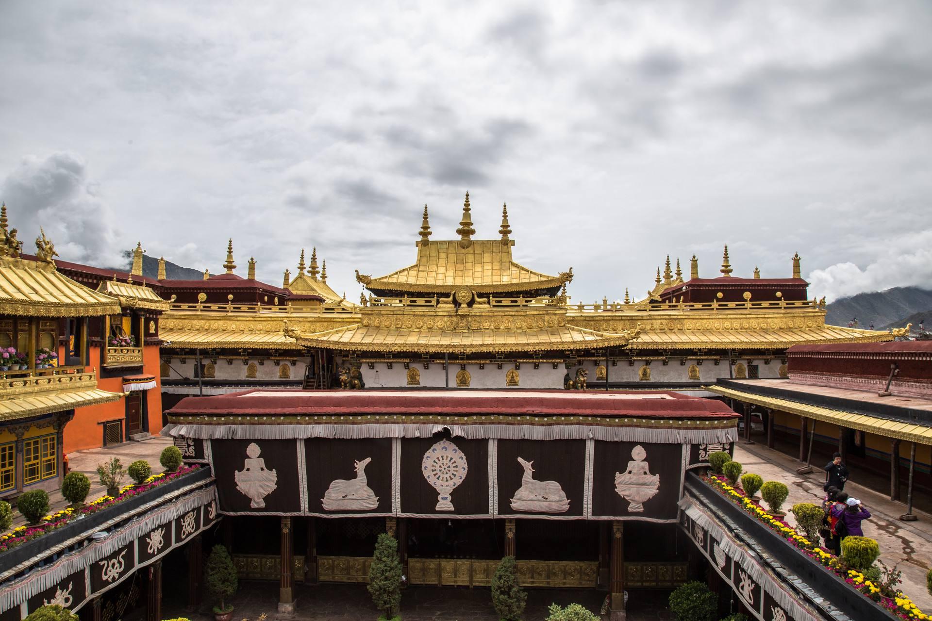 藏传佛教艺术的主要特点和遗迹是什么?